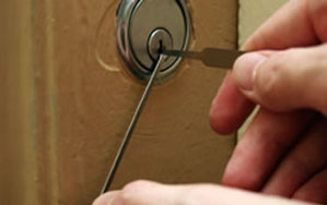 Door locks Felling
